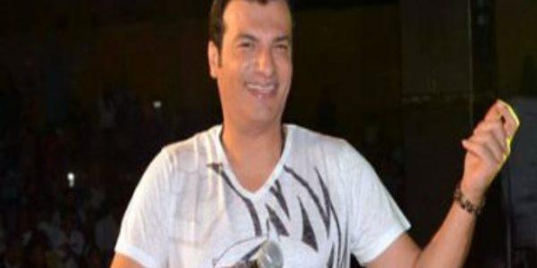 ينتهى إيهاب توفيق من تسجيل اغنية جديدة للنادى الأهلى
